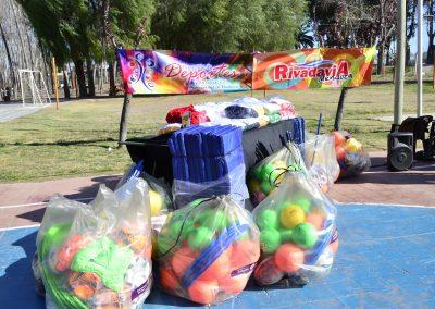 Rivadavia recibió elementos deportivos.