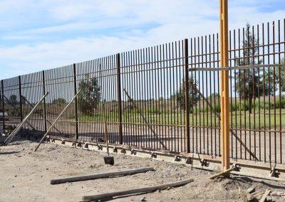 Continúa la reconstrucción de cierre perimetral del Polideportivo Municipal