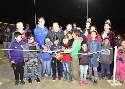 Se inauguró el playón deportivo en el distrito de Los Árboles